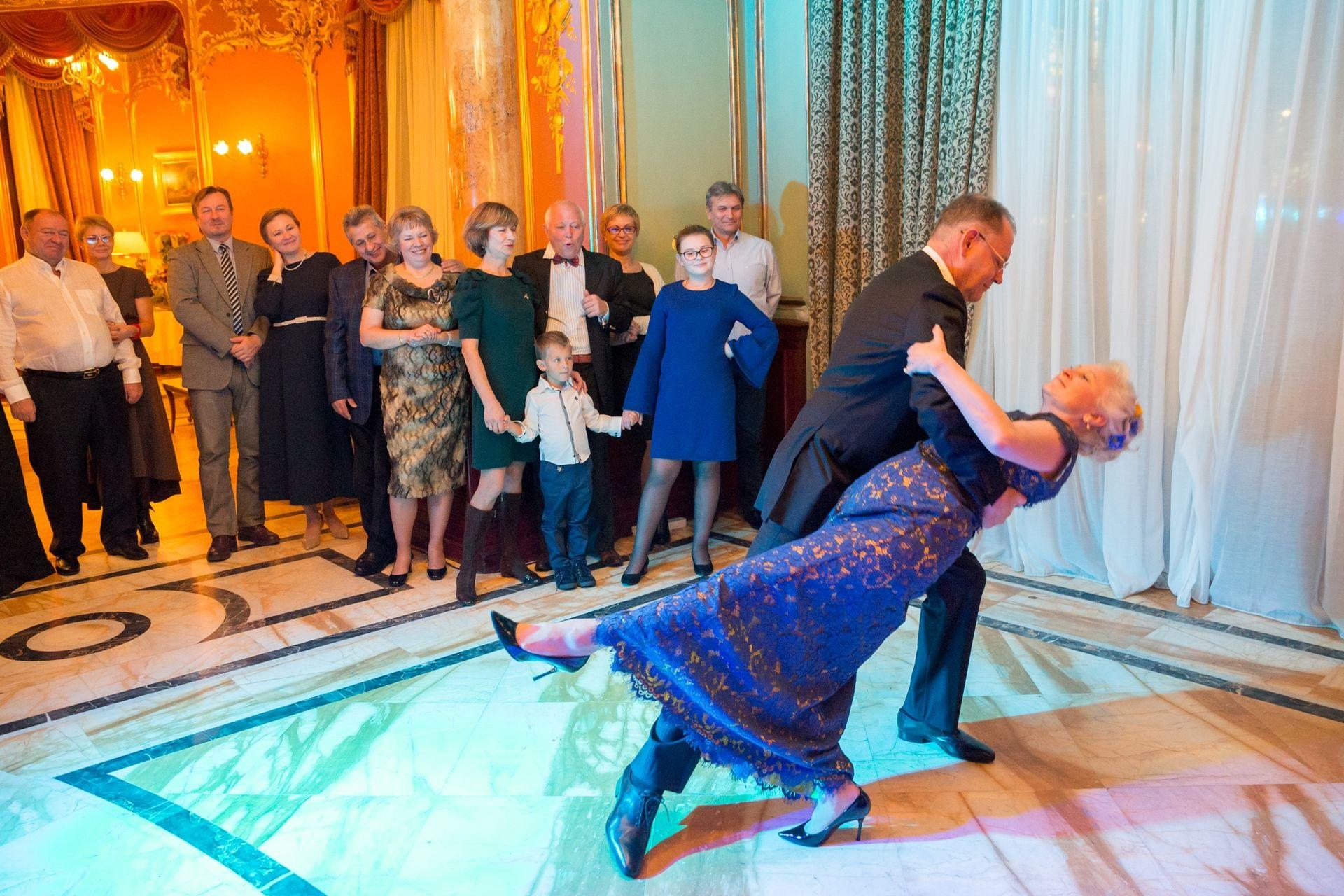 один новое сценарии и поздравлении к юбилеям и свадьбам отделки можно использовать